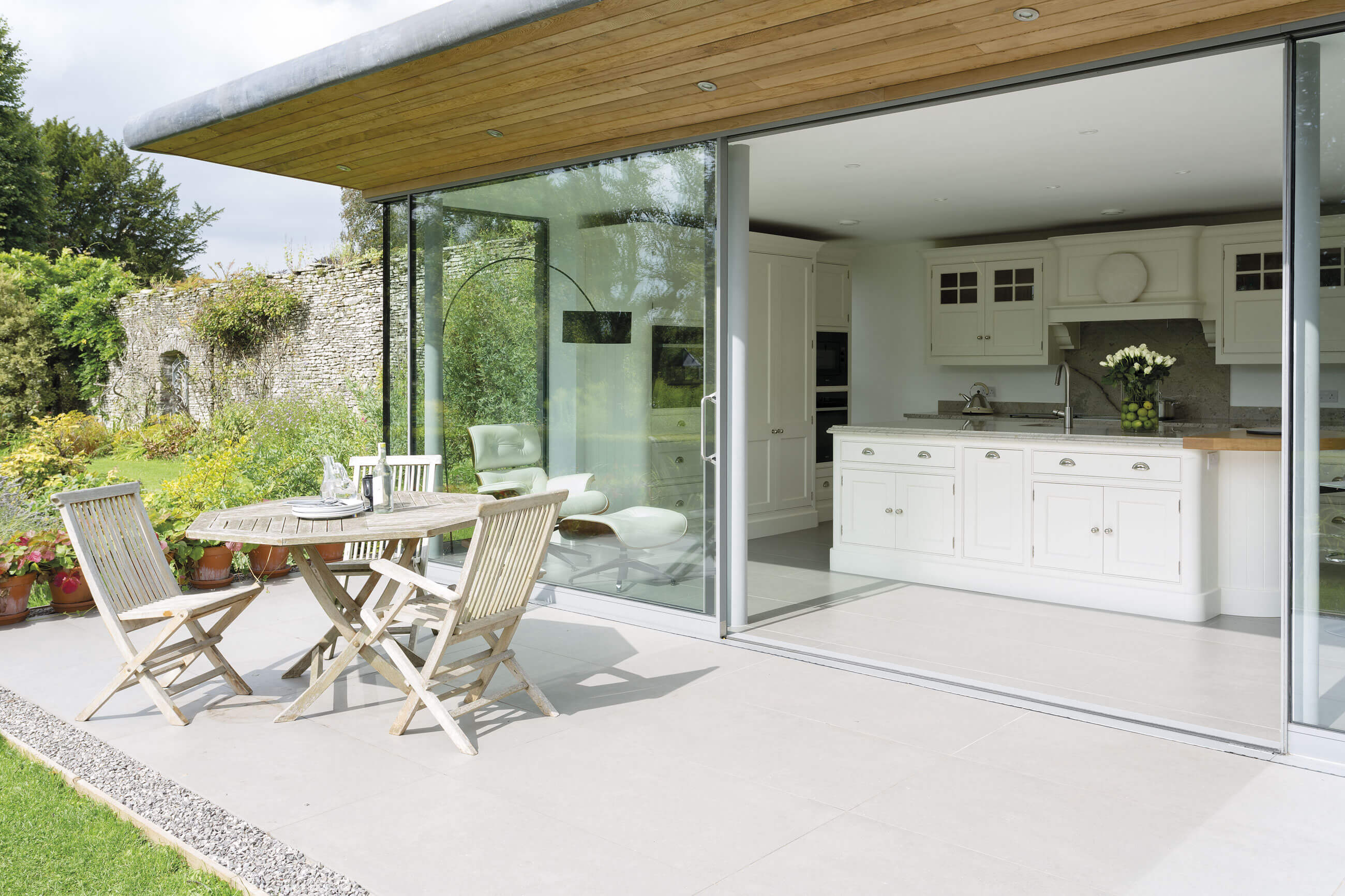Indoor outdoor kitchen tom howley for Indoor outdoor kitchen designs