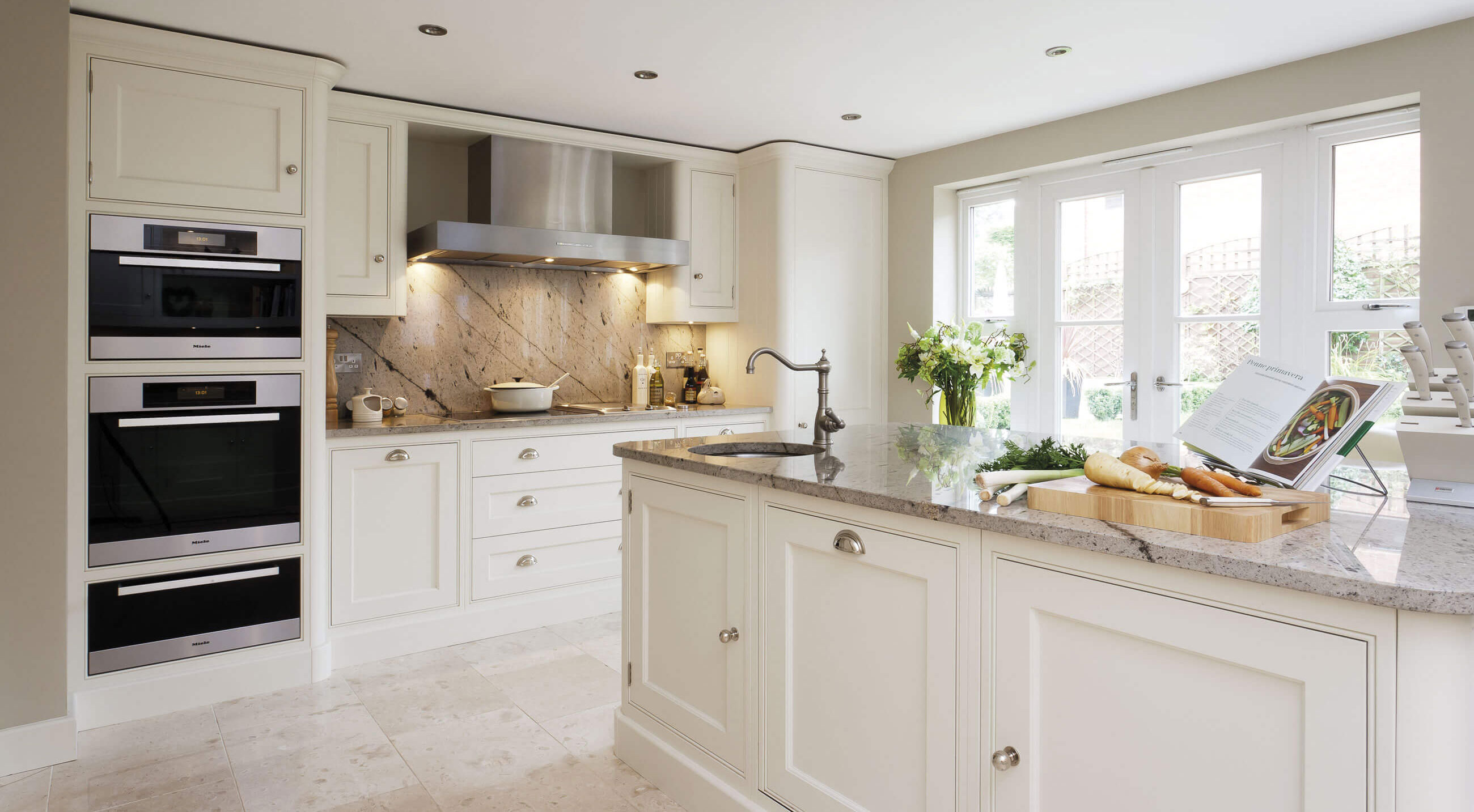 Traditional White Kitchen | Tom Howley