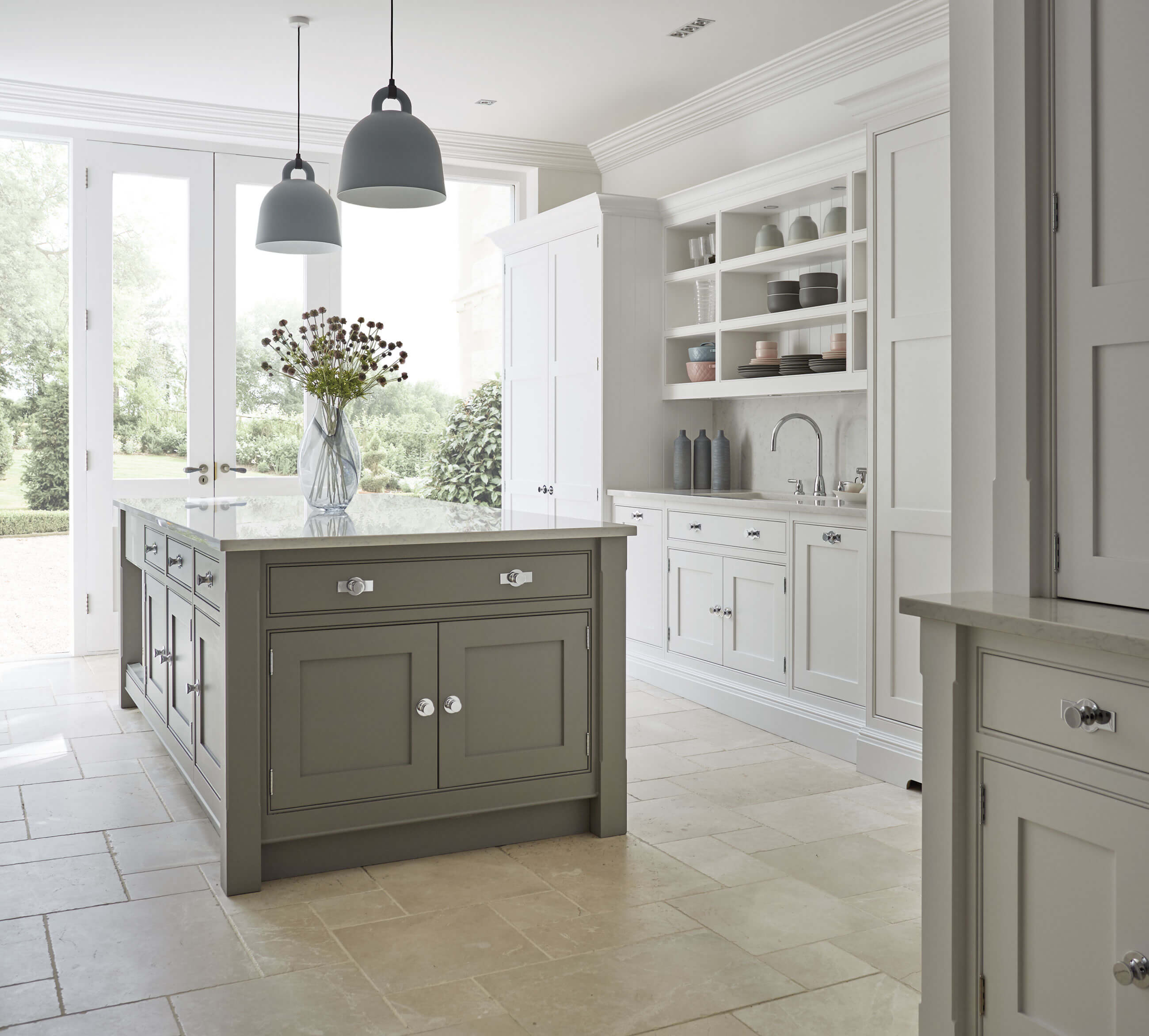 Grey shaker kitchen tom howley for Shaker style kitchen modern