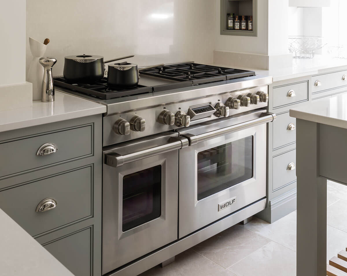 Luxury kitchen appliances tom howley for Luxury oven