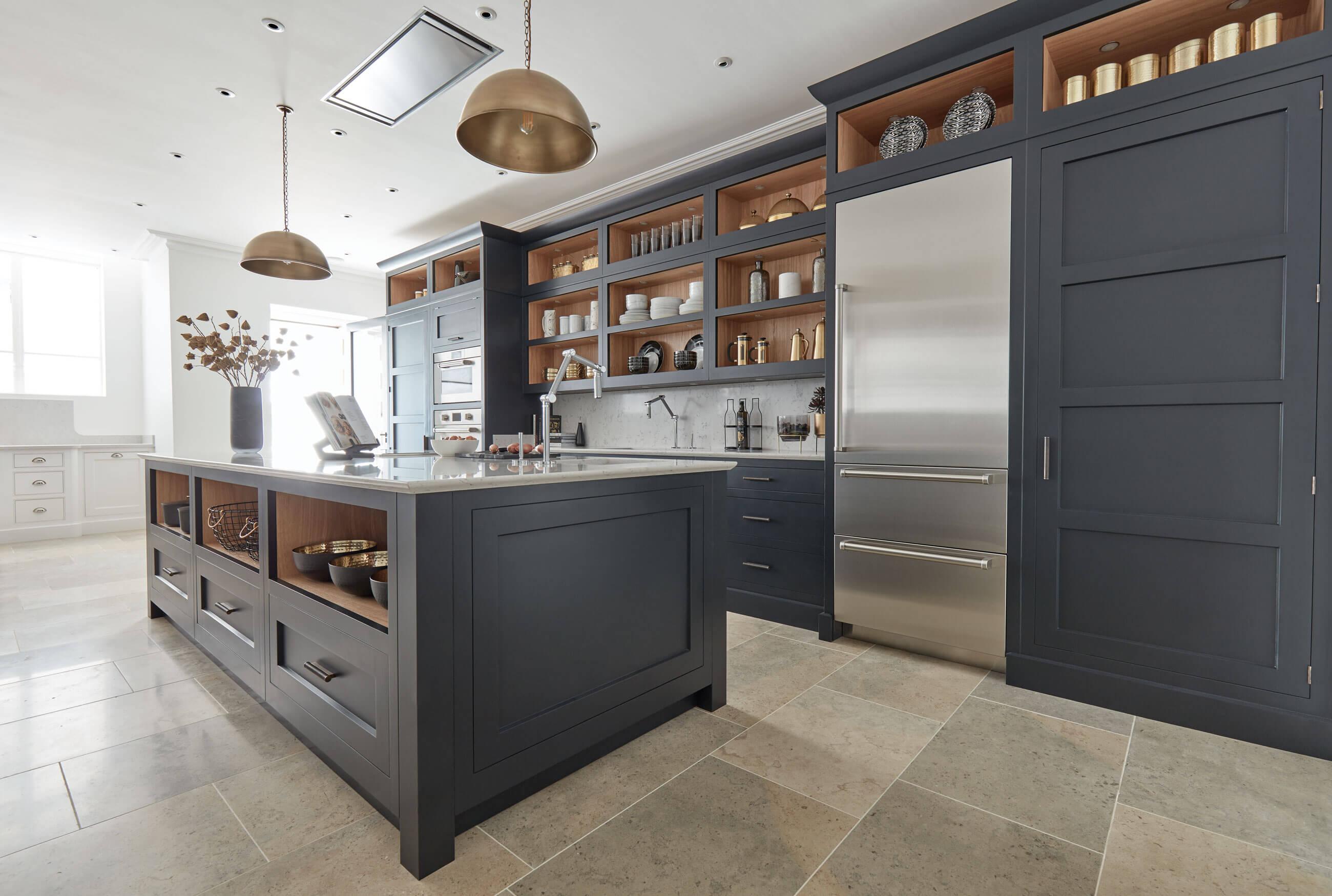 Dark Grey Shaker Style Kitchen   Tom Howley